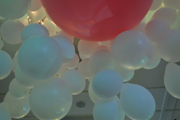 cascading-balloons-hope-floats